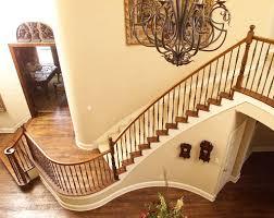 प्रश्न- भवन में सीढ़ी किस स्थान पर उपयुक्त होती है?